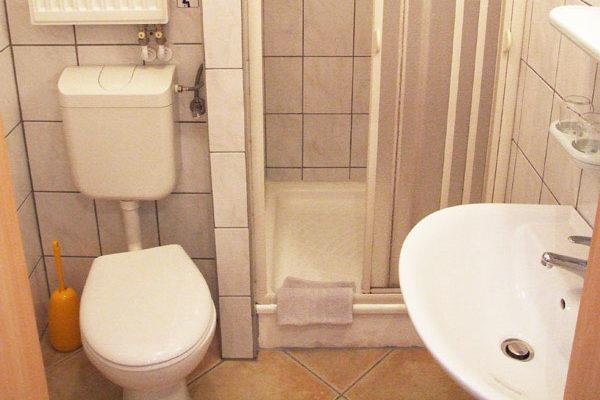 Appartement Sebnitzer Straße - Bad mit Dusche und WC