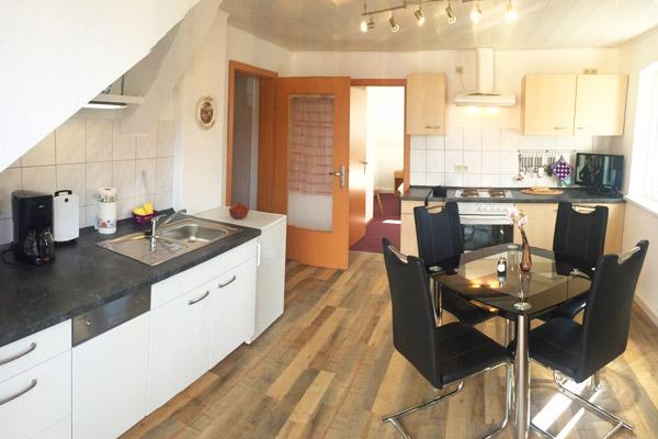 Ferienwohnung Lilienstein Rosengasse - Küche mit Esstisch