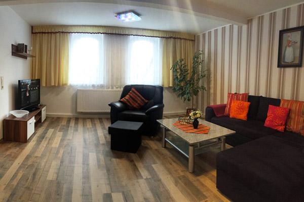 Ferienwohnung Lilienstein Rosengasse - Wohnbereich mit Blick auf Fernseher